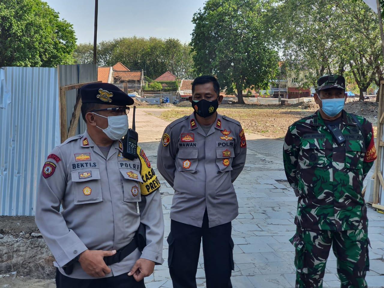 Kasbar Polres Ciko Bersama Danramil Serta Kapolsek Lemahwungkuk, Stanby Antisipasi di Keraton Kasepuhan