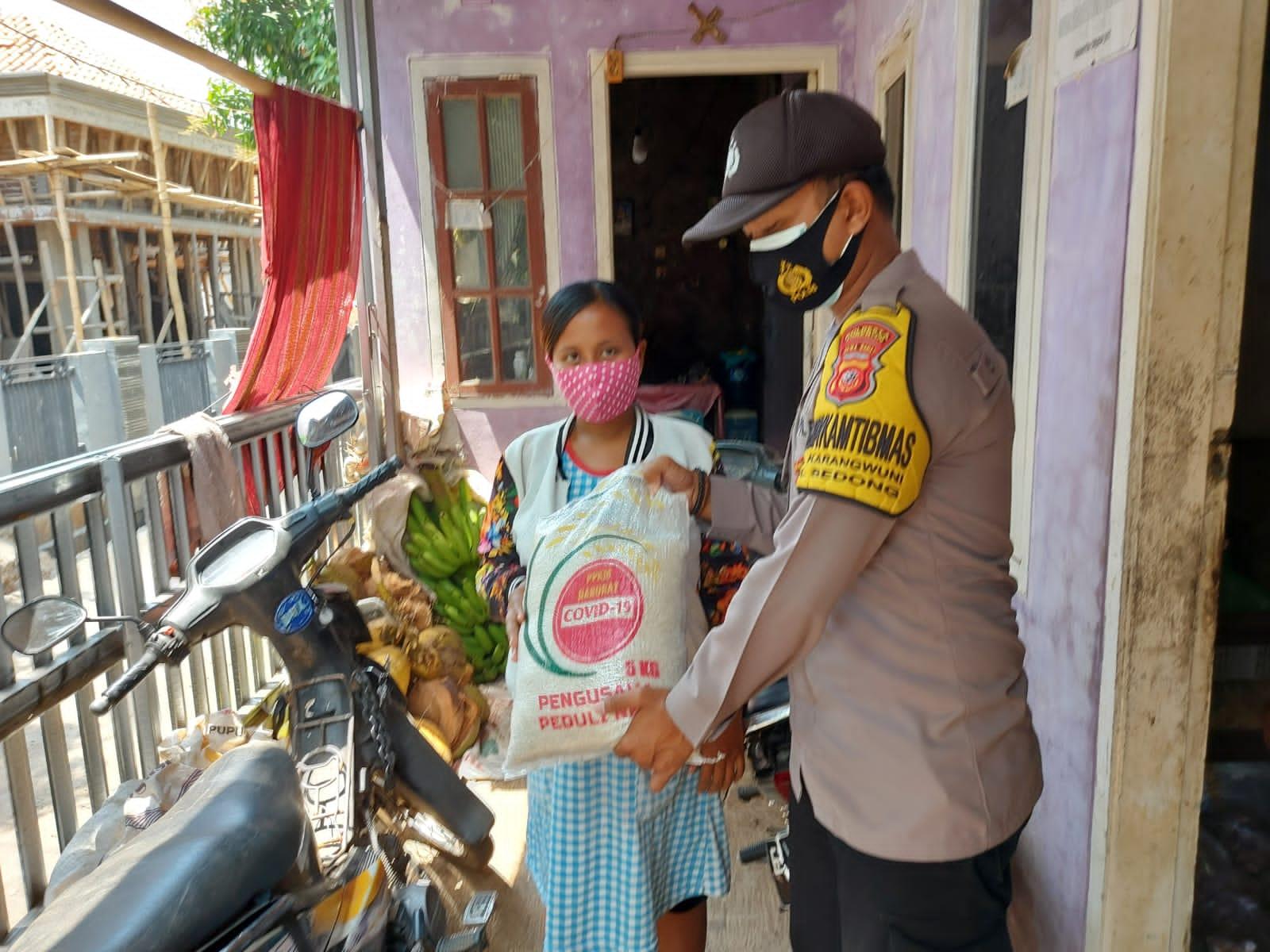 Giliran Warga Desa Sarwodadi dan Desa Karangwuni Dapat Bantuan Sembako Dari Polresta Cirebon