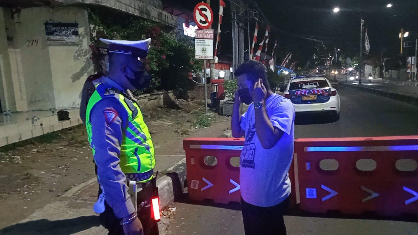 Dimasa PPKM Level 2, Polres Majalengka Lakukan Penyekatan di Sejumlah Ruas Jalan Dalam Kota
