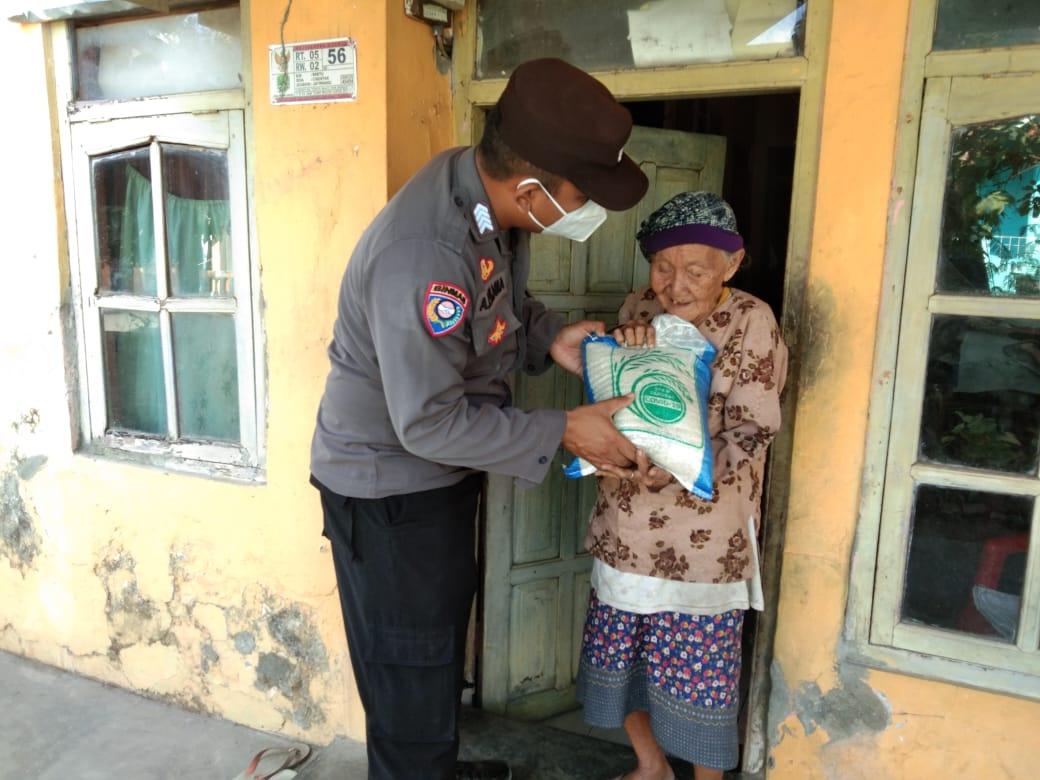 Polri Peduli,Salurkan Bansos Kepada Masyarakat Binaan Yang Terdampak Covid-19