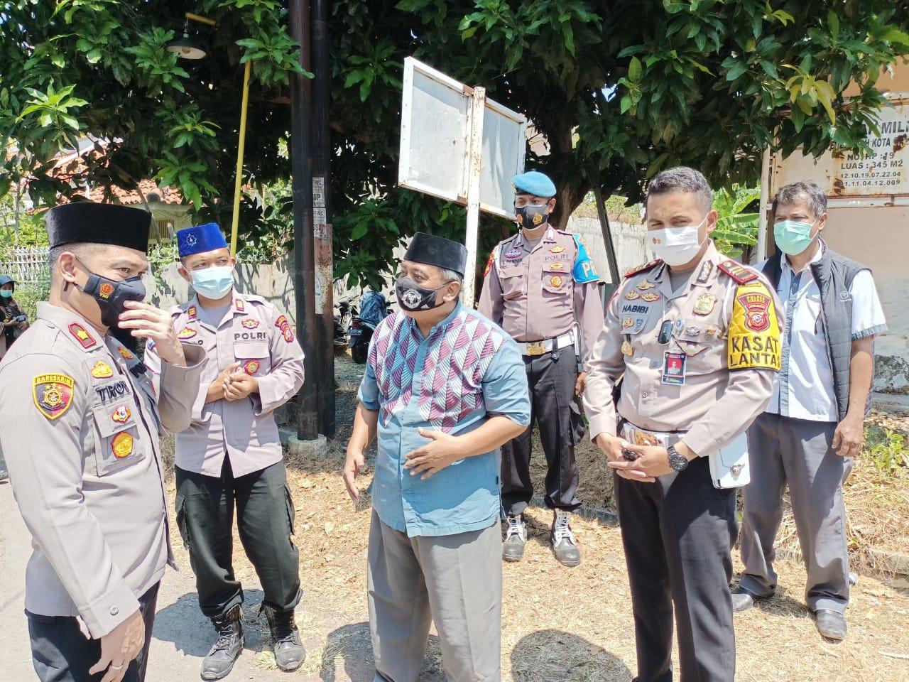Vaksinasi Massal dan Pembagian Sembako di Ponpes Ihya Ilumudin dihadiri Waka Polres Cirebon Kota