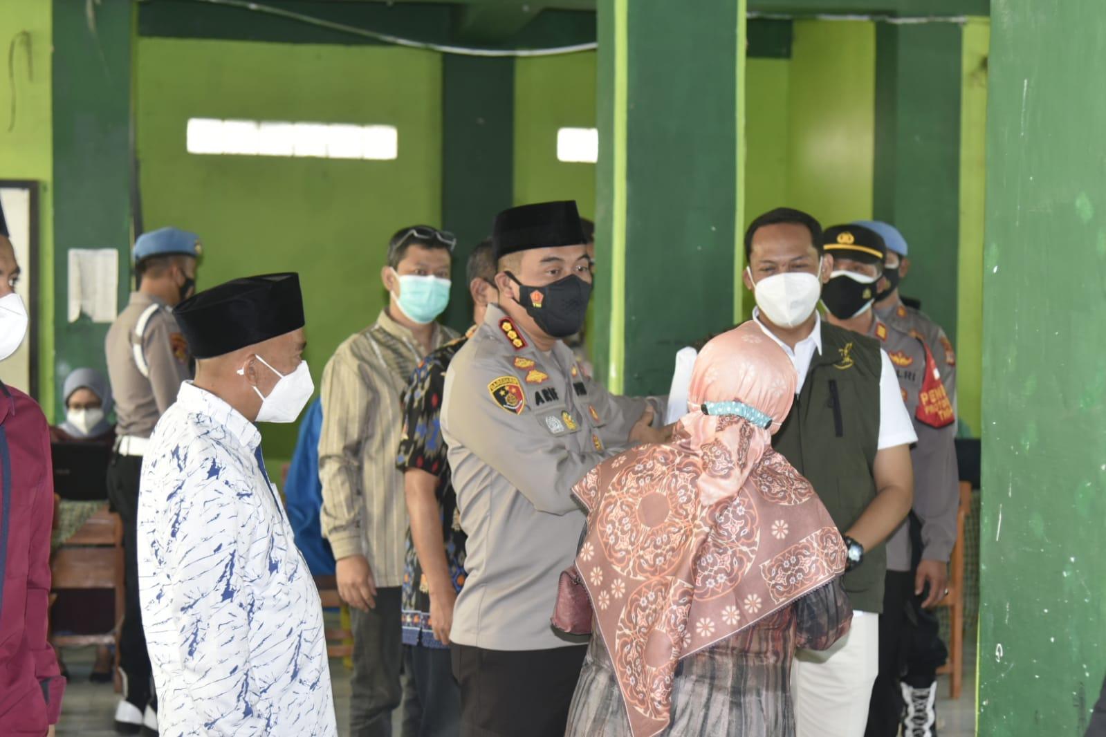 Ribuan Santri Ponpes Gedongan Antusias Ikuti Vaksinasi Massal Polresta Cirebon
