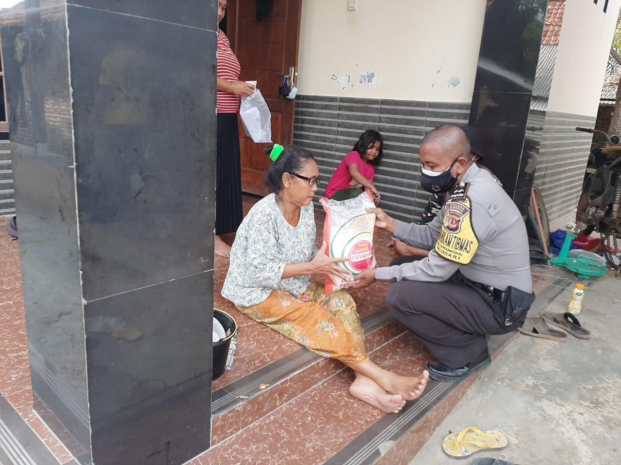 Peduli Covid-19, Polresta Cirebon Bagikan 200 Paket Sembako Kepada Warga Desa Bojong Gebang dan Desa Tawangsari