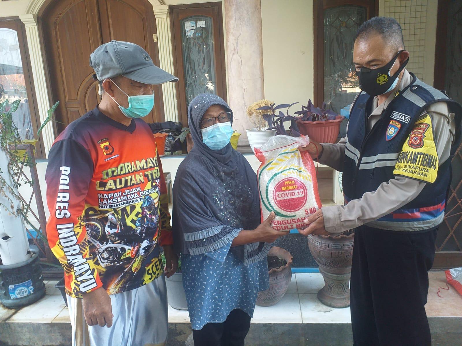 Kompol Siregar : Hari Minggu Fokuskan Bansos di Kel. Sukapura Wilkum Polsek Utbar