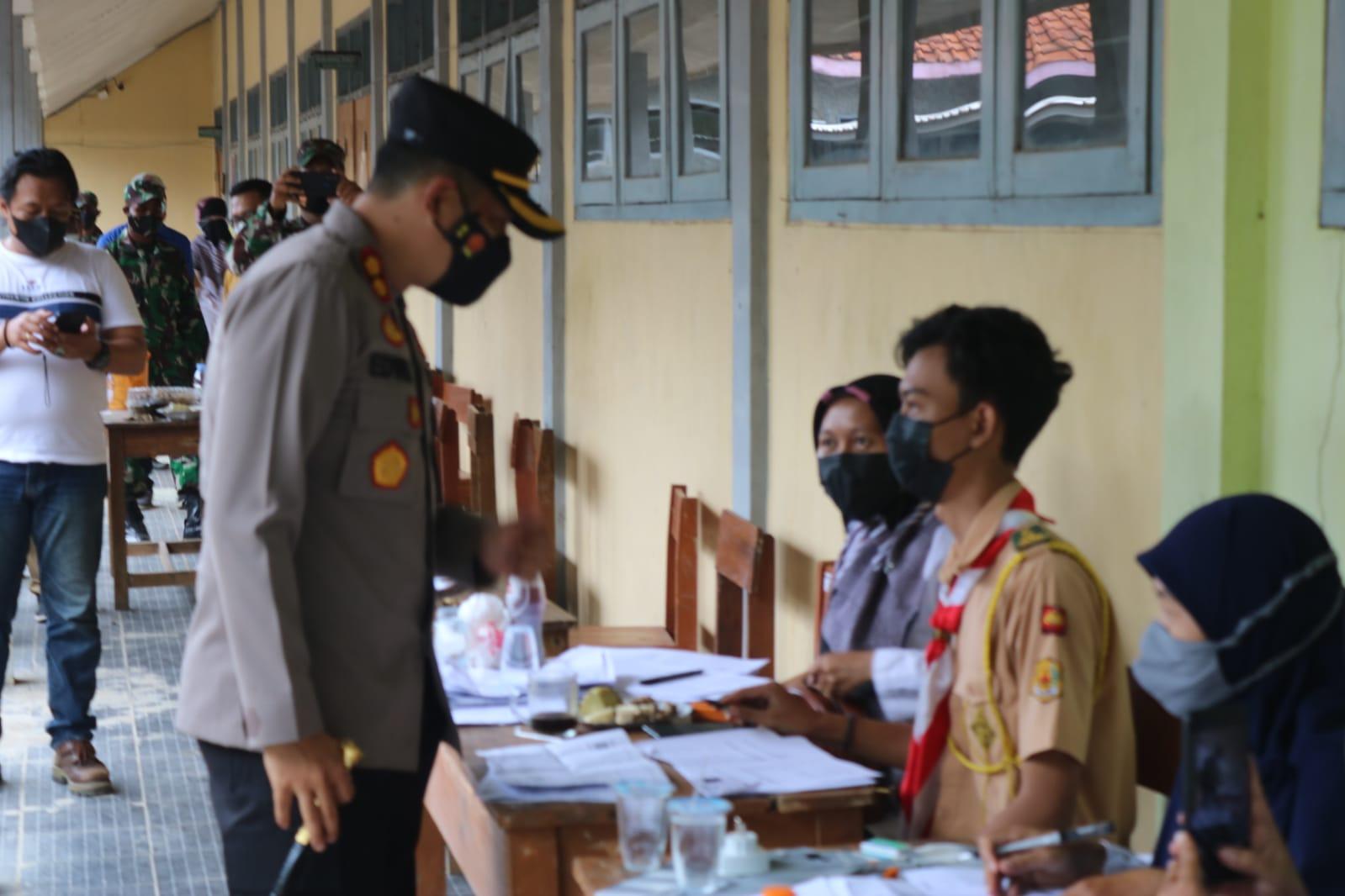 Kapolres Majalengka Monitoring Pelaksanaan Vaksinasi Bagi Para Siswa-Siswi SMK Tridaya Budi
