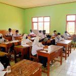 Sambangi Sekolah, Kanit Bintibsos Sat Binmas Polres Majalengka Pantau Prokes di Madrasah Aliyah Al-Hadad