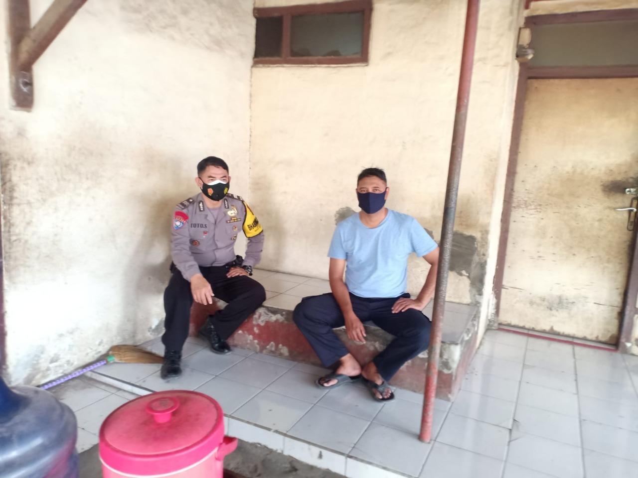 Jelang Pilwu 2021 Bhabin Tuk Polsek Kedawung Polres Ciko Himbau Warga, Ajak Harkamtibmas Serta Prokes