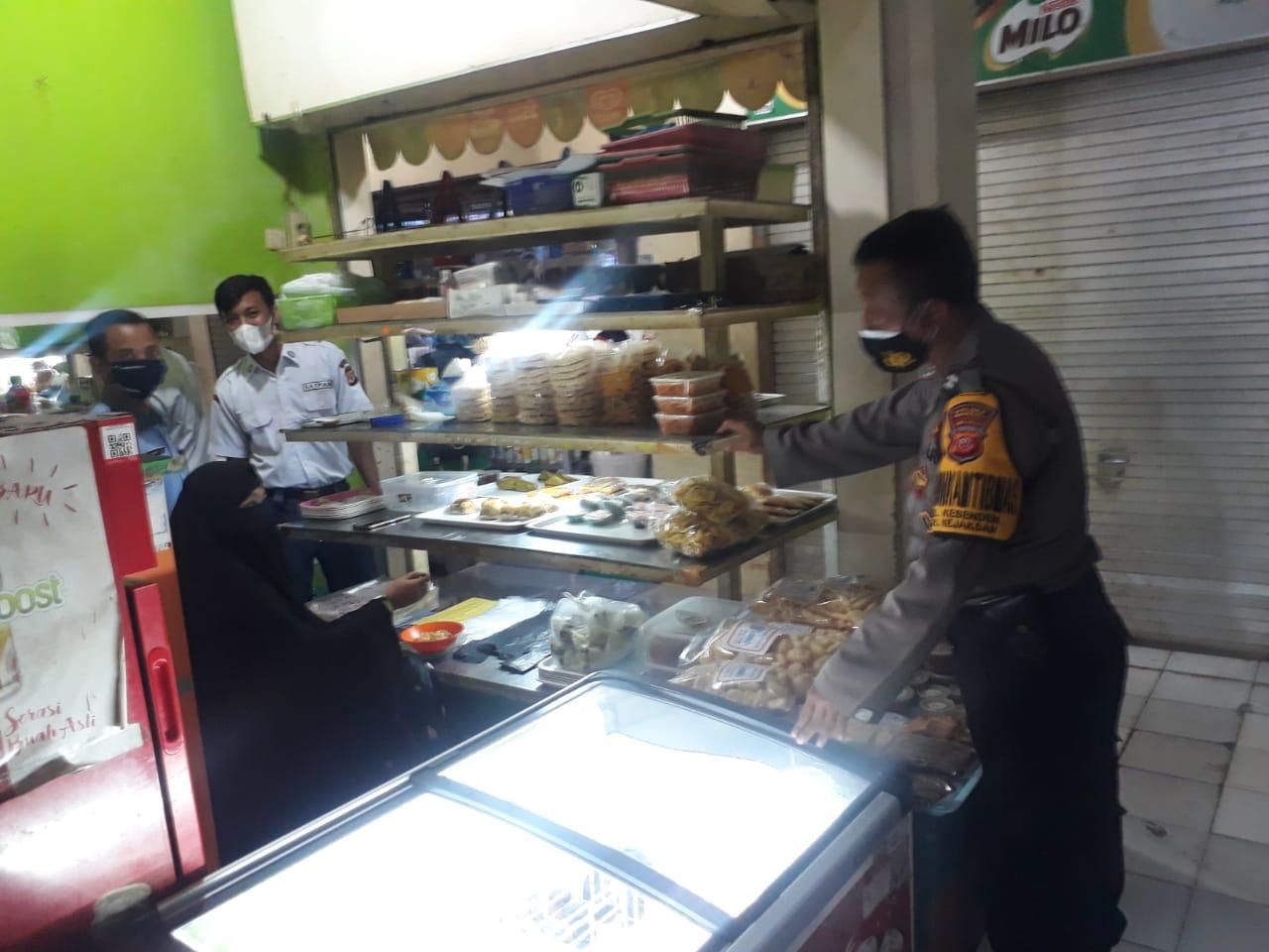 Bhabinkamtibmas Polsek Utbar Ciko, Gelar Posko PPKM Terpadu di Pasar Keramat