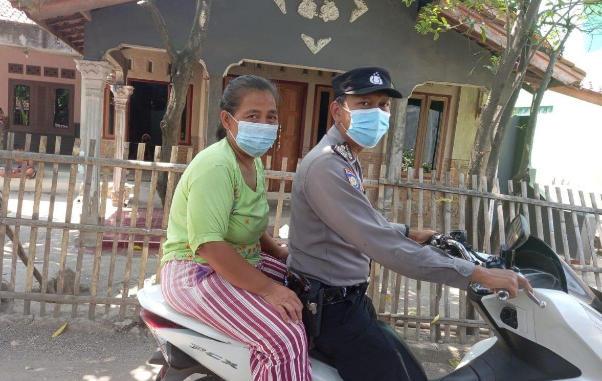 Sukseskan Vaksinasi, Bhabin Sambeng Polsek Gunung jati Polres Ciko Jemput Bola Vaksinasi Warga