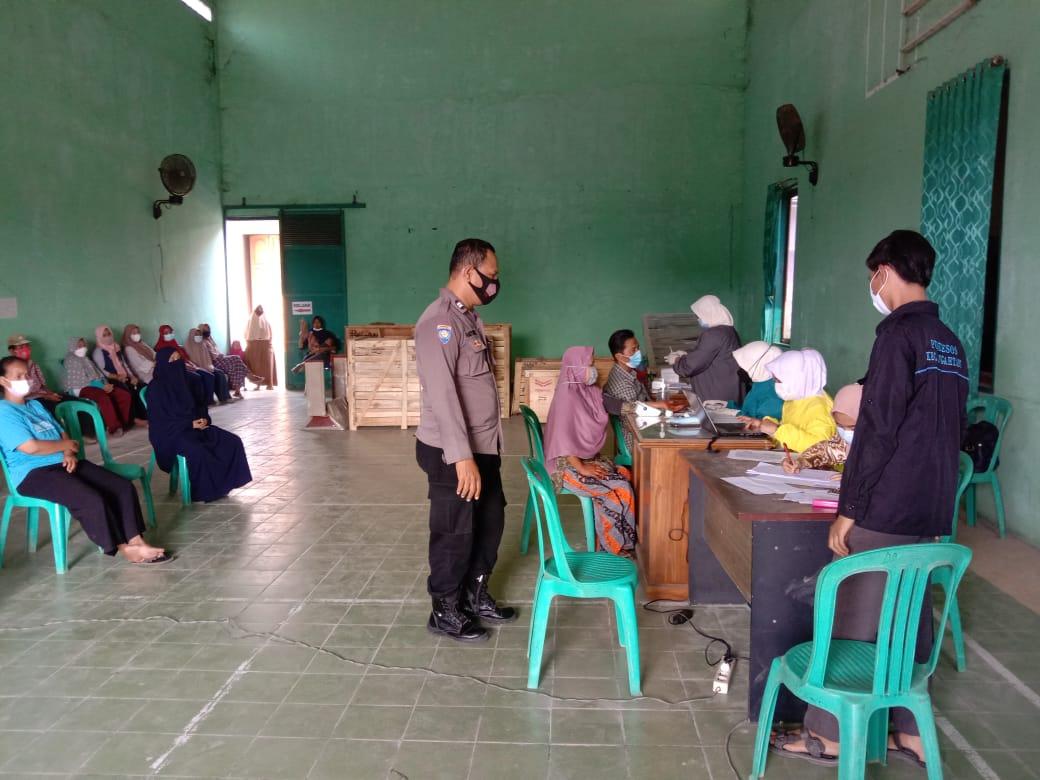 Peran Bhabin Kalibaru Kedawung Polres Ciko, Monitoring Vaksin Astrazeneca Untuk Masyarakat Umum dan Lansia Sangat Baik