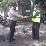 Polsek KPC Polres Cirebon Kota, Gelar Bansos Bagikan Masker Kepada Warga