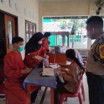Melalui Sie Dokkes, Polsek Kapetakan Polres Cirebon Kota Gelar vaksinasi Covid 19 di Desa Bungko