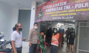 Bhabin Kebon Baru Polsek Utbar Polres Ciko Amankan Vaksinasi Warga Cegah Covid 19