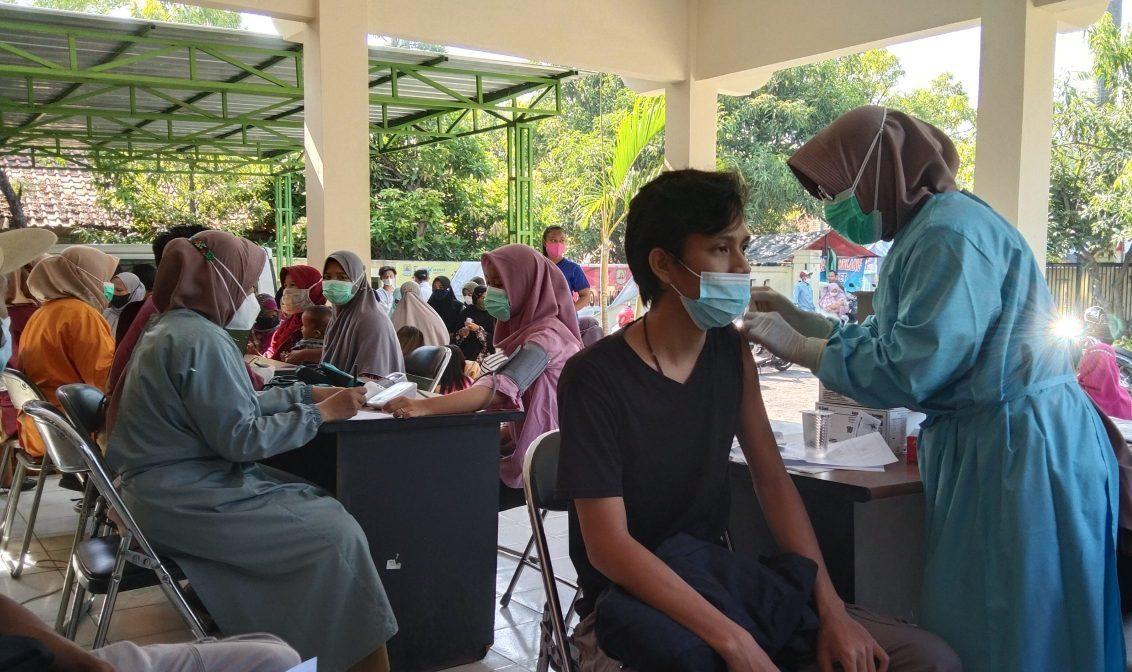 Lurah Kenanga : Masyarakat Kenanga Sangat Antusias Disuntik Vaksin
